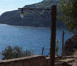 POST-ischia-mare3-250x216-46kb evidenza